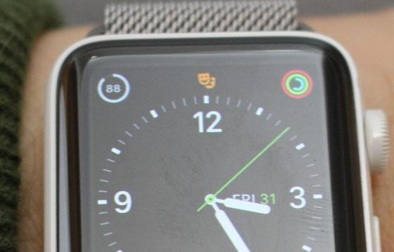 """watchOS 3.2 приготувало власникам """"розумних"""" годинників декілька несподіванок"""
