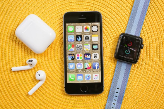 iPhone SE залишається на ринку і має тепер найменшу ціну з-поміж айфонів.