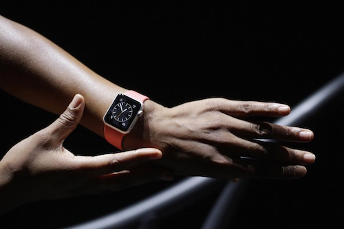 Apple Watch Sport на руке