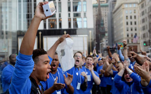 Продажи iPhone 5S и iPhone 5C установили исторический рекорд