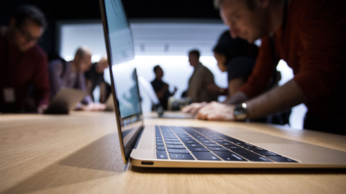 Как MacBook работает 10 часов без подзарядки