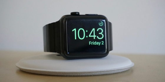 Apple Watch на зарядці