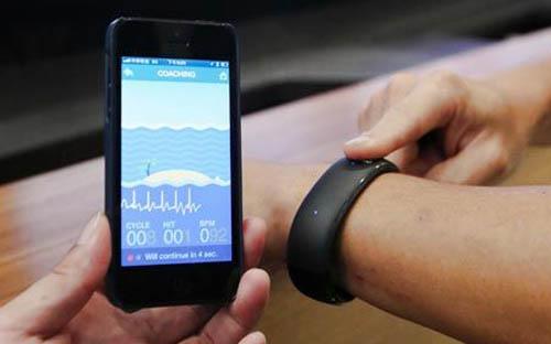 Foxconn уже представил совместимые с iOS «умные часы»