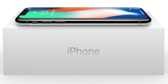 """І коробочка і iPhone X на ній - """"зелені"""""""