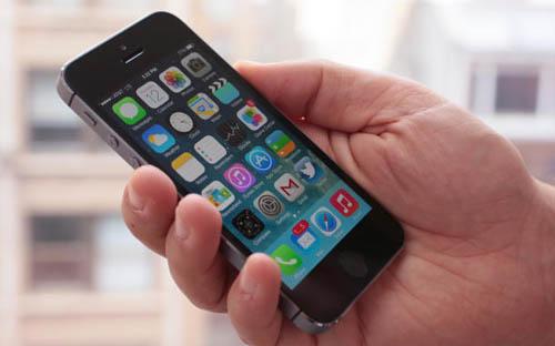 Появились первые обзоры iPhone 5S и iPhone 5C