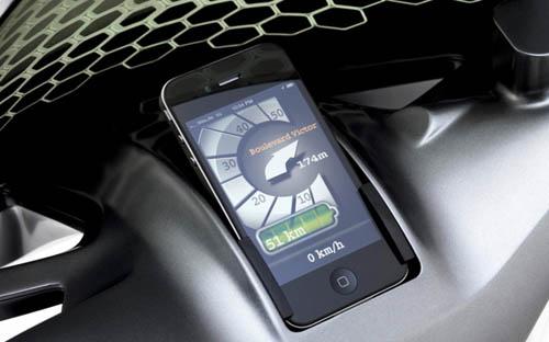 iPhone вместо приборной панели скутера