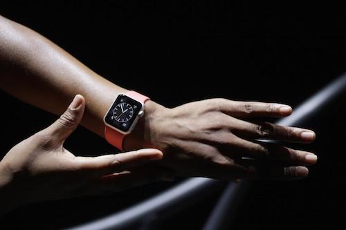 Apple Watch Sport на руке