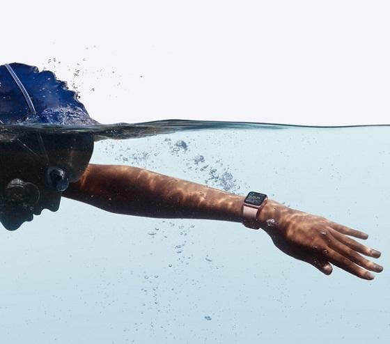 Уявіть собі, як ви можете виглядати, плаваючи з Apple Watch Series 2