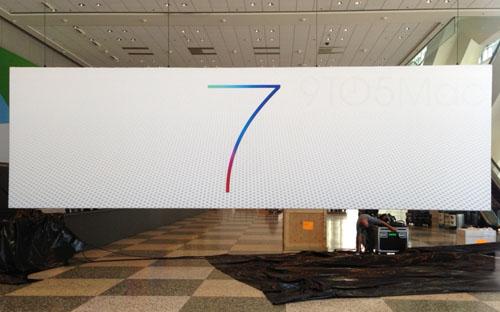 Apple вывесила баннера iOS 7 и OS X в Москоне-центре
