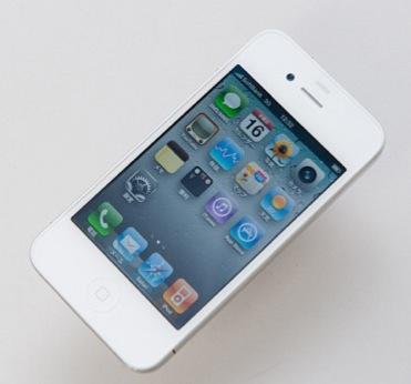 Белые iPhone 4 опять задерживаются